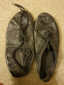 Free used dance shoes (jazz and tap) approx size 5