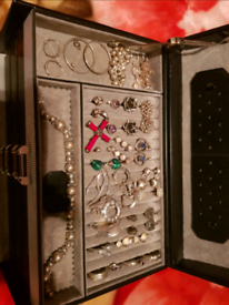 30 pieces of sterling silver jewellery + Windrose case