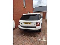 White Range Rover Sport HSE 3 Litre V6