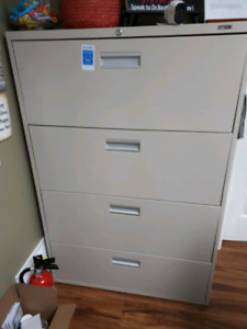 Like new 4 drawer file cabinet