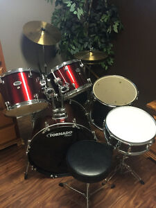 Youth Drum Set - Next to  New for Christmas!!
