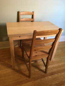 Extendable Table 2-4 person (Ikea) for Sale