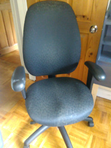 2 Office Swivel Chairs