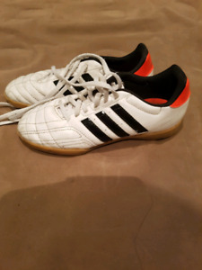 Adidas indoor soccer shoes. Size 4