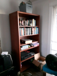 Very solid bookcase with 5 shelves