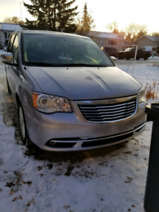 2015 CHRYSLER TOWN AND COUNRTY LTD