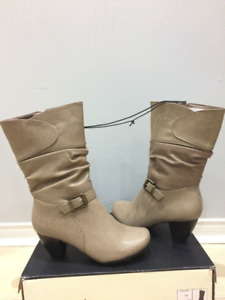 ❄️❄️WOMEN's BOOTS BRAND NEW SIZE 8 ❄️NEVER USED RATED -20C