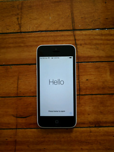 16GB iPhone 5c locked to Bell/Virgin & OtterBox