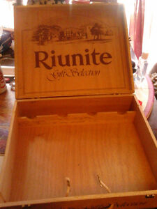 "Riunite Gift Selection Wood Wine Box 14-1/2"" x 12-1/4"" x 4"" Ital"