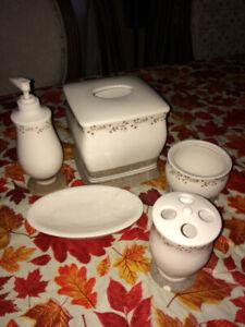 Chic Off-White Bathroom Accessories Set - 5 Pieces