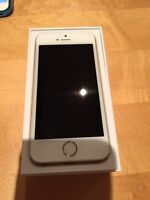 iPhone 5S 16gb comme neuf / like new condition Fido White/Gold