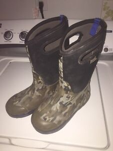 Bogs camo size youth 3