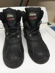 Boots mens black winter boots size 9