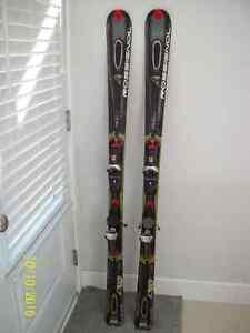 Skis alpins à vendre