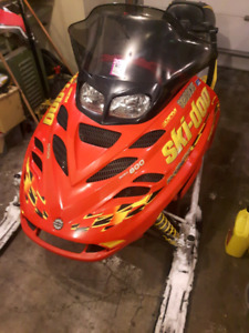 03' Skidoo MXZ 800 Mint condition