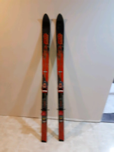 Youth 140 skis