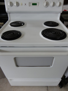 GE White Coil Stove In  Very Good  Condition