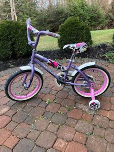 """Children's Bike 16"""" Avigo With Training Wheels For Ages 5-7"""