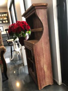 Buffet + meubles décoratifs + coffre en cèdre
