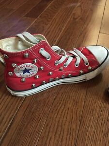 Kids shoes sz 1 and 2 (converse and gap) Windsor Region Ontario image 3