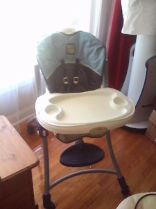 Krib,highchair,bathtub,playpads,breastfeeding and other baby itm