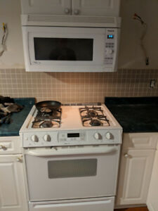OTR Microwave and GAS Range (self clean) Working GREAT