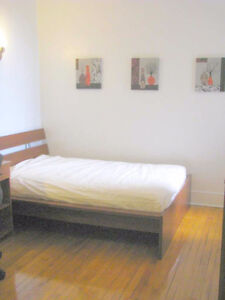 Nice furnished room,girl roommi,All incl,metro villa maria front
