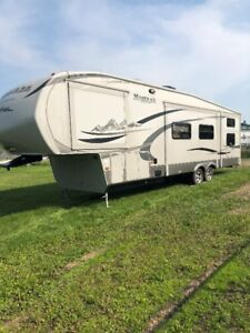 2011 Montana High Country Double Bunk Model 333DB