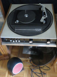 #1699 Viking Domed Turntable With Two Globe Speakers