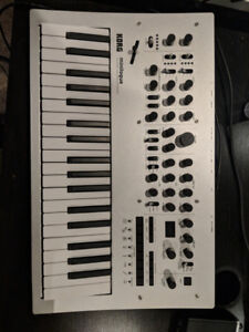 Korg Minilogue - Polyphonic Synthesizer (Excellent Condition)