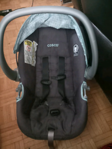 Cosco car seat in mint condition.