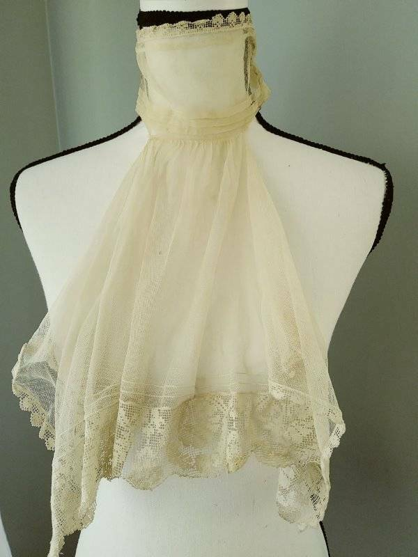 Antique Filet Lace and Mesh Ruffled Collar Mid-Late 19th Century.