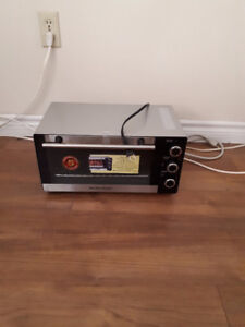 selling  almost new Hamilton Beach  Convection Toaster Oven OBO