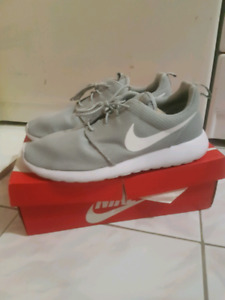 Nike roshe run size 11 excellent condition