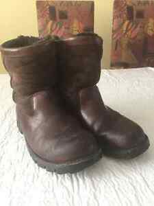 MEN'S UGG WINTER BOOTS, BROWN, LEATHER - SIZE 9 - USED