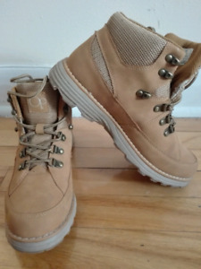 Boots NEGOTIABLE
