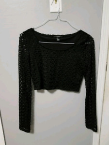 Knitted lace black crop top