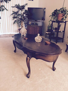 Like new coffee table and end tables