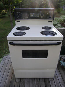 G.E. Stove in Great Condition