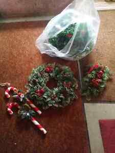 2 Christmas plastic wreaths, candy canes, Ivy Kitchener / Waterloo Kitchener Area image 1