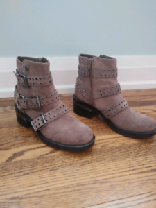 Guess Size 8 Suede Ankle Boots