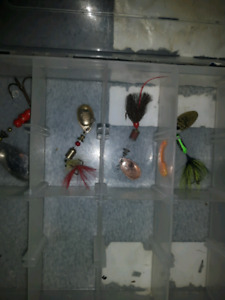 4 VINTAGE FISHING LURES TACKLE