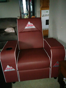 Corrs light recliner with cooler