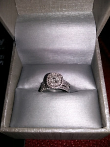 Beautiful round double framed/double band engagement ring