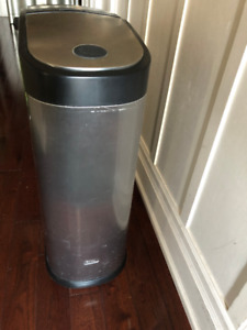 Royal KS7 Stainless Kitchen 7 Sheet Paper Shredder & Garbage Bin