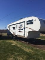 2007 Copper Canyon Fifth Wheel  33ft - Bunk Beds
