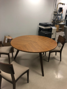 Beautiful oak wood round table and chairs for sale