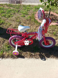 Girls bicycle ages 3 and up Sarnia Sarnia Area image 2