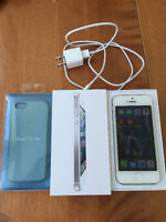 iPhone 5 32 GB Package - Works Good, No contract
