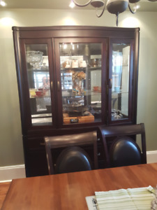 Beautiful Buffet and Hutch!Like New!